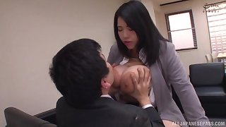 Chubby Japanese penman Yuuki Iori gives a tijob with her huge tits