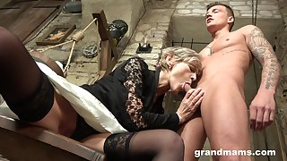 Grey haired grown-up wrinkled bitch gives her man a realistic blowjob