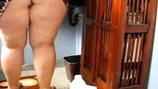 Huge Mature Botheration Cleaning be passed on Excuse oneself and Showing her pussy