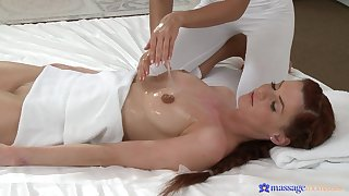 Fetching babe Lola Myluv gives a massage with an increment of eats wet pussy