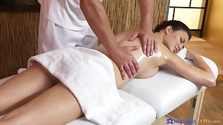 Plump dark-haired MILF appreciates full-service massage