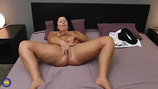 chubby MILF Juliette hot solo session